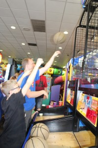 Beating Crash Kid 1 at Basketball at Chuck E Cheese